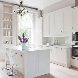 pequenos detalles martes deco cocinas blancas With kitchen colors with white cabinets with vintage wall art uk