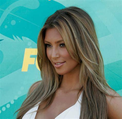 Kim Kardashian's Latest Look: Brunette Beauty Goes Blonde