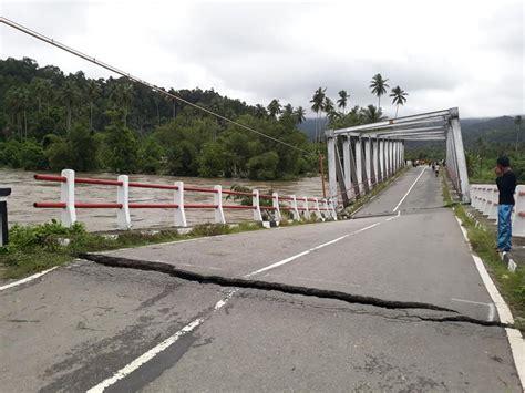 jembatan waikaka amblas jalur lintas seram lumpuh