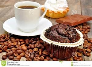 Kaffee Und Kuchen Bilder Kostenlos : kaffee mit muffin kuchen stockbild bild von makro schokolade 36879337 ~ Cokemachineaccidents.com Haus und Dekorationen