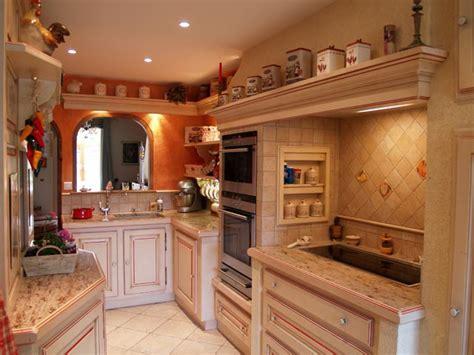 cuisines traditionnelles cuisine provençale cuisiniste cuisines équipées provençales traditionnelles