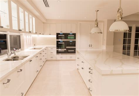 Hamptons style kitchen   Riverstone