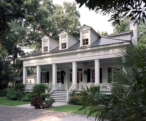 Greek Revival Architecture House Pillars
