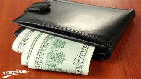 bureau des amendes il paie des amendes en volant un portefeuille du bureau du