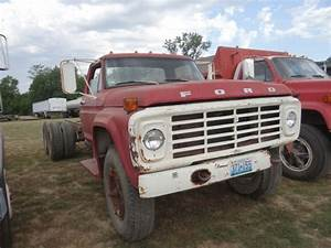 1974 Ford F700 Truck 361 Motor  2sp Axle  5sp Manual