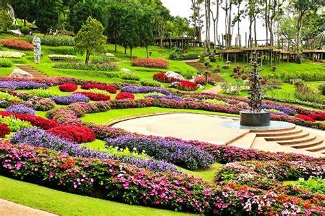 10 beautiful botanical gardens in the world travel