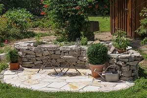 Sitzplatz Gestalten Garten : sitzplatz im garten mit kr uterbeet lizenzfreies foto 11220300 bildagentur panthermedia ~ Markanthonyermac.com Haus und Dekorationen