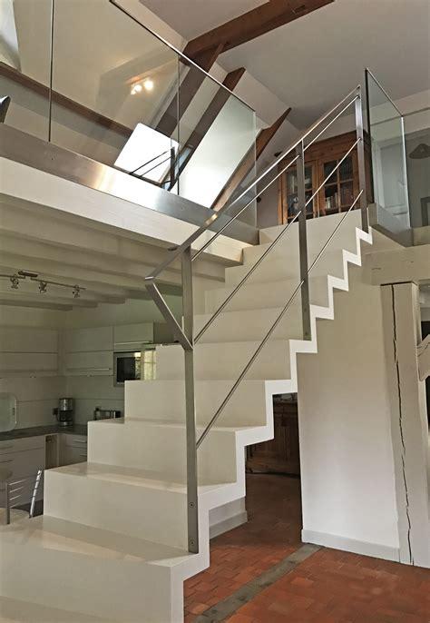 escalier peint 2 couleurs escalier int 233 rieur en bois peint en blanc escalier cascade contemporain et tr 232 s design avec ses