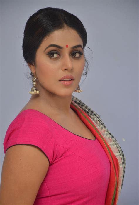 Actress Celebrities Photos Poorna Shamna Kasim Latest
