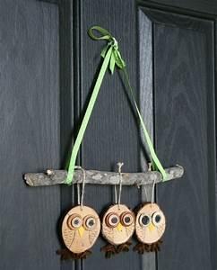 Frühlingsdeko Selber Basteln : fr hlingsdeko basteln naturmaterialien rustikal anh nger eulen holzscheiben fr hling deko ~ Markanthonyermac.com Haus und Dekorationen