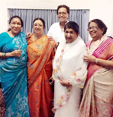 mangeshkar siblings gather  celebrate ushas birthday