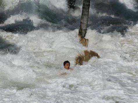 magnitude earthquake hits japan causing major tsunami