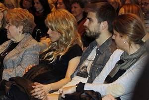 Gerard Pique Photos Photos - Shakira at Her Dad's Book ...