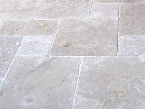 carrelage exterieur en pierre naturelle sakkara by pavesmac With carrelage pierre naturelle