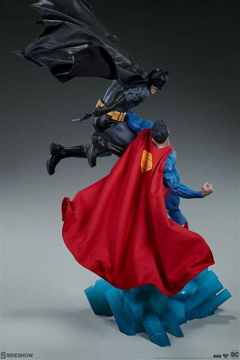 sideshow collectibles intense diorama shows batman