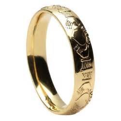 claddagh court shape yellow gold wedding ring claddagh