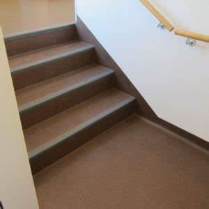 Treppe Renovieren Pvc : treppe mit bodenbel gen belegen lassen ~ Markanthonyermac.com Haus und Dekorationen