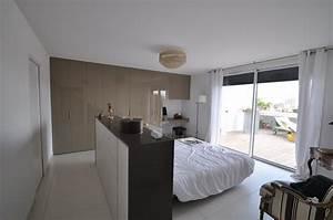 Revgercom chambre avec dressing derriere lit idee for Carrelage adhesif salle de bain avec lit avec tete de lit led