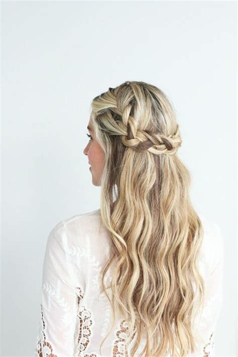 low braided crown with loose beach waves in 2019 capelli