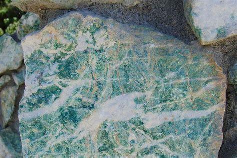 common green rocks  minerals