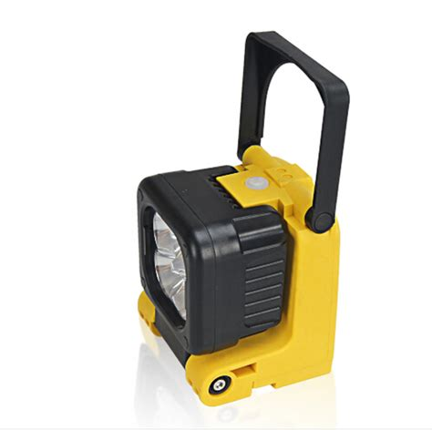 rechargeable led work light with magnetic base portable magnetic base 12w cree led work light spot lamp
