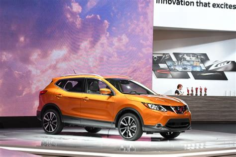 2017 Nissan Rogue Sport Vs 2018 Subaru Crosstrek Compare