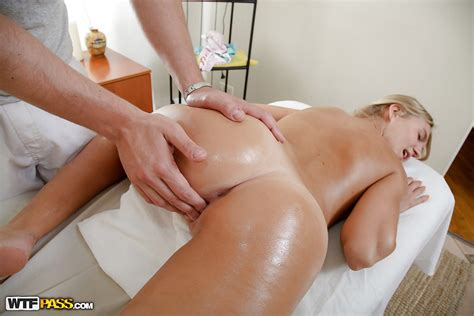 Slutty Teen Gets Fucked On The Massage Table And Jizzed