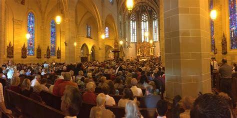 mass mobs  filling  pews  detroits catholic