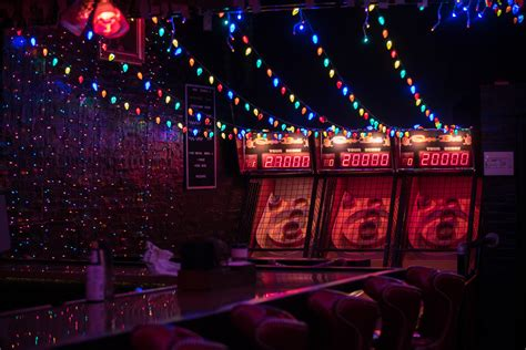 chicago bars decorated for the holiday season