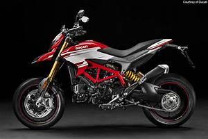 Ducati Hypermotard 939 Sp : 2016 ducati hypermotard 939 hyperstrada 939 first look motorcycle usa ~ Medecine-chirurgie-esthetiques.com Avis de Voitures