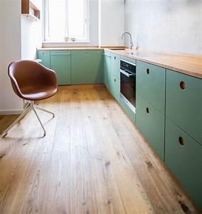 Arbeitsplatte Küche Eiche : farbe calke green mit griffmulden aus natureiche ~ A.2002-acura-tl-radio.info Haus und Dekorationen