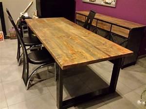 Table de salle a manger style industriel acier et bois for Deco cuisine pour table a manger plateau bois