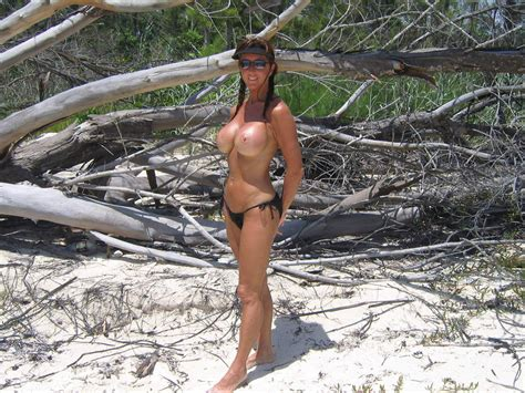 Amateur Milf Takes Her Boltedontits To An Exotic Beach