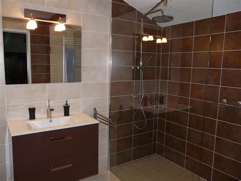 chambre avec salle d eau une chambre ouverte sur la salle de bains c t chambre