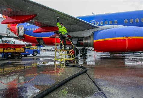 Passenger Numbers Up, Fuel Use Down for U.S. Aviation ...