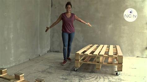 canapé avec des palettes nctv j 39 ai testé pour vous fabriquer un canapé avec une palette en bois