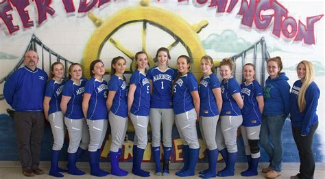 DIS softball team low in experience, size - Penobscot Bay ...