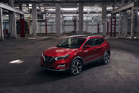 refreshed  nissan qashqai revealed  car magazine
