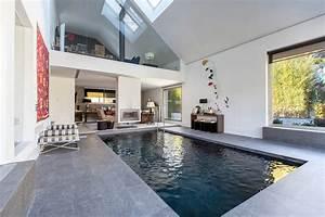 Maison de luxe avec piscine interieure et exterieure for Construction maison avec piscine interieure