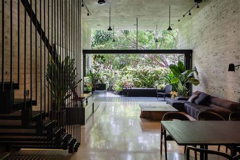 Home And Design : A Private Home, A Primary School And A Social Space Has