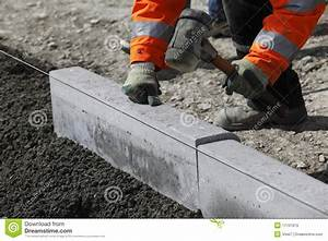 Bordure De Trottoir : construction de bordure de trottoir image stock image du route frapper 17101973 ~ Maxctalentgroup.com Avis de Voitures