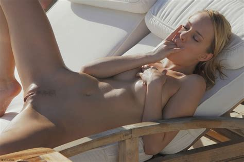 Naked In The Hot Sun Naked Girls
