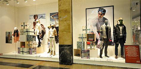 hm christmas windows  budapest retail design blog