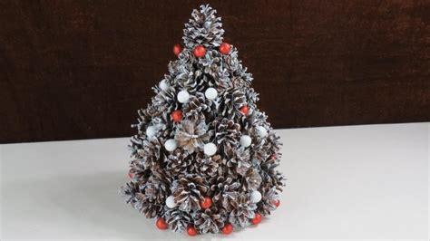 Weihnachten Deko Aus Tannenzapfen . Tannenbaum. Cristmas