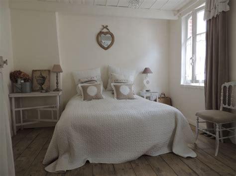 d馗o chambre romantique deco chambre romantique on craque pour le style bohme de cette chambre aux tons naturels o la dco est chambre romantique une tente au