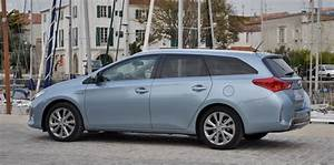 Consommation Auris Hybride : toyota auris touring sports le break en version hybride ~ Gottalentnigeria.com Avis de Voitures