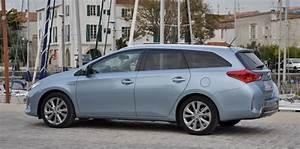Toyota 7 Places Hybride : toyota auris touring sports le break en version hybride ~ Medecine-chirurgie-esthetiques.com Avis de Voitures