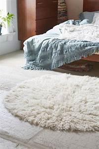 le petit tapis rond belle solution pour les petits With tapis chambre enfant avec canapé 2 places moelleux
