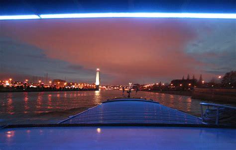 la meuse la lanterne liege c est beau une ville la nuit li 232 ge kairos peniche