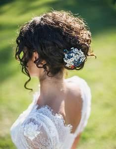 Coiffure Femme Pour Mariage : coiffure cheveux fris s mariage cheveux fris s nos plus jolies id es pour les coiffer elle ~ Dode.kayakingforconservation.com Idées de Décoration